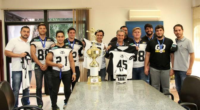 Governador recebe equipe do Estado destaque no campeonato paulista de futebol americano