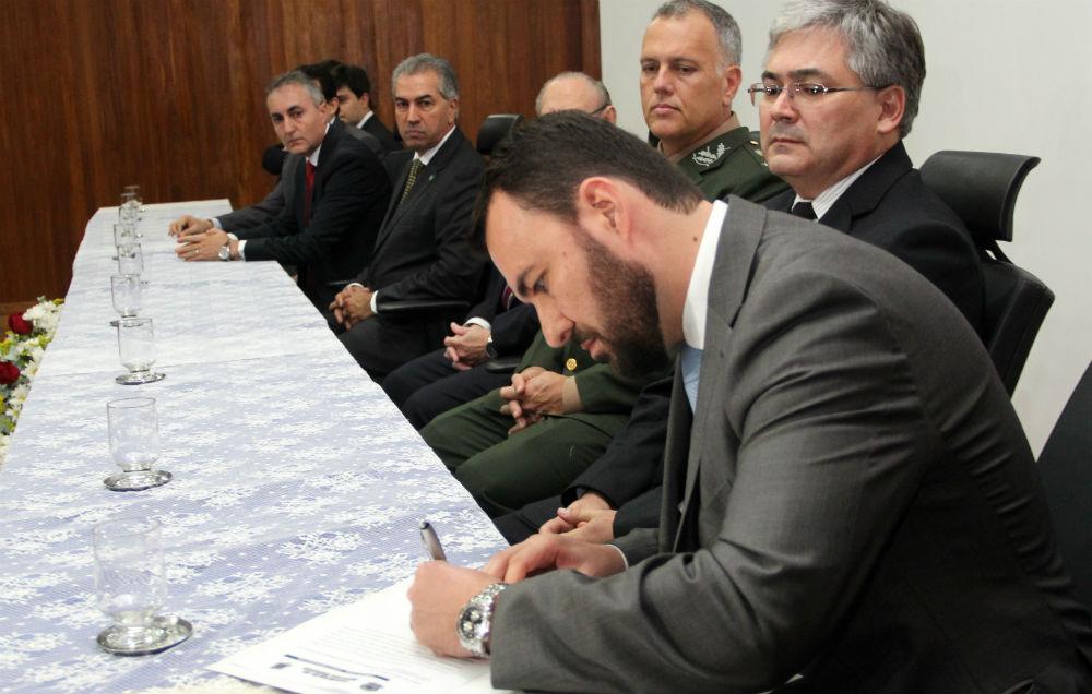 Reinaldo pede combate intensivo à corrupção em posse do novo superintendente da PF em MS