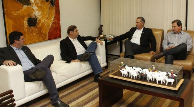Reinaldo Azambuja e Alcides Bernal acertam investimentos nos hospitais do Trauma e do Câncer