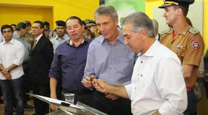 Em inauguração de Corpo de Bombeiros, Reinaldo reafirma compromisso de entregar obras inacabadas