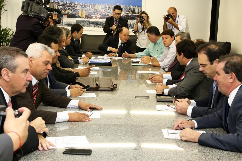 Deputados discutem pacote fiscal com o secretário de Fazenda Márcio Monteiro