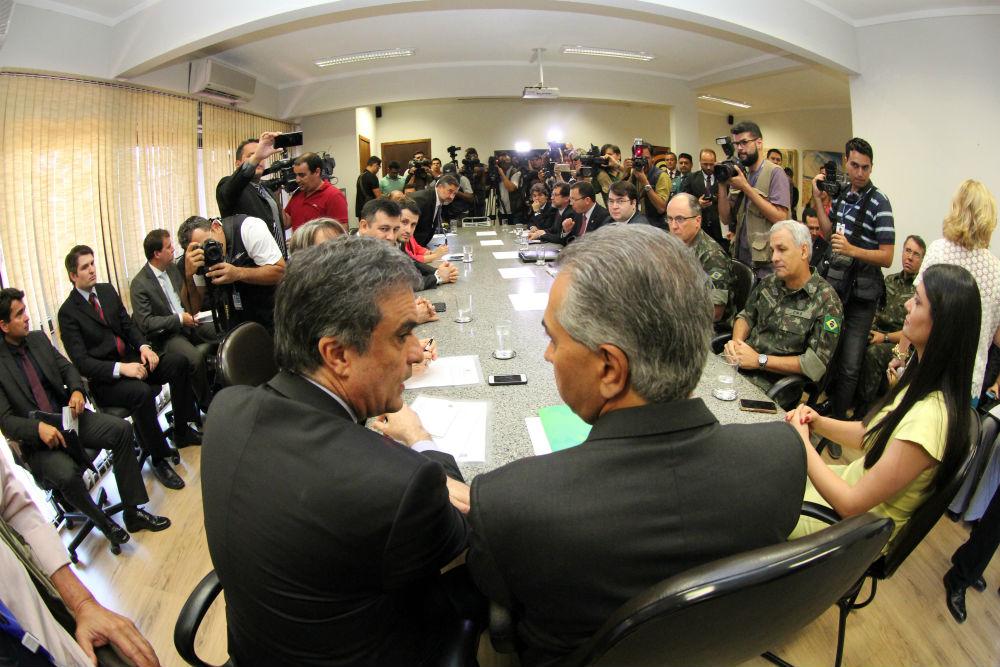 Governador e ministro da Justiça fazem reunião para distensionar conflito fundiário em Mato Grosso do Sul