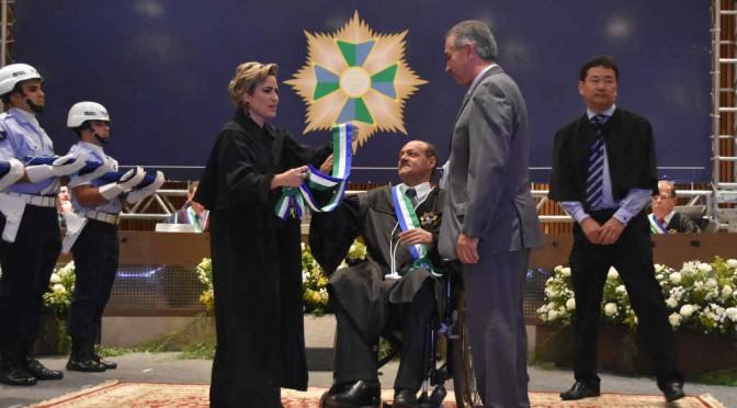 Reinaldo Azambuja recebe condecoração por contribuição à Justiça do Trabalho