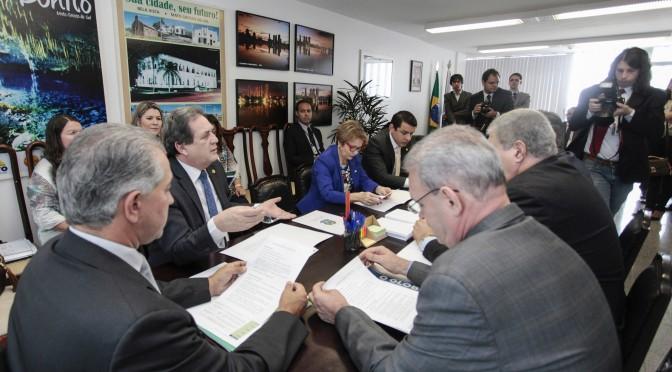 Reinaldo discute com bancada federal aumento de investimentos com emendas parlamentares