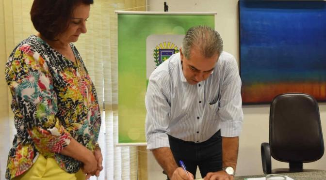 Governador dá posse conselheiros de educação e destaca política educacional