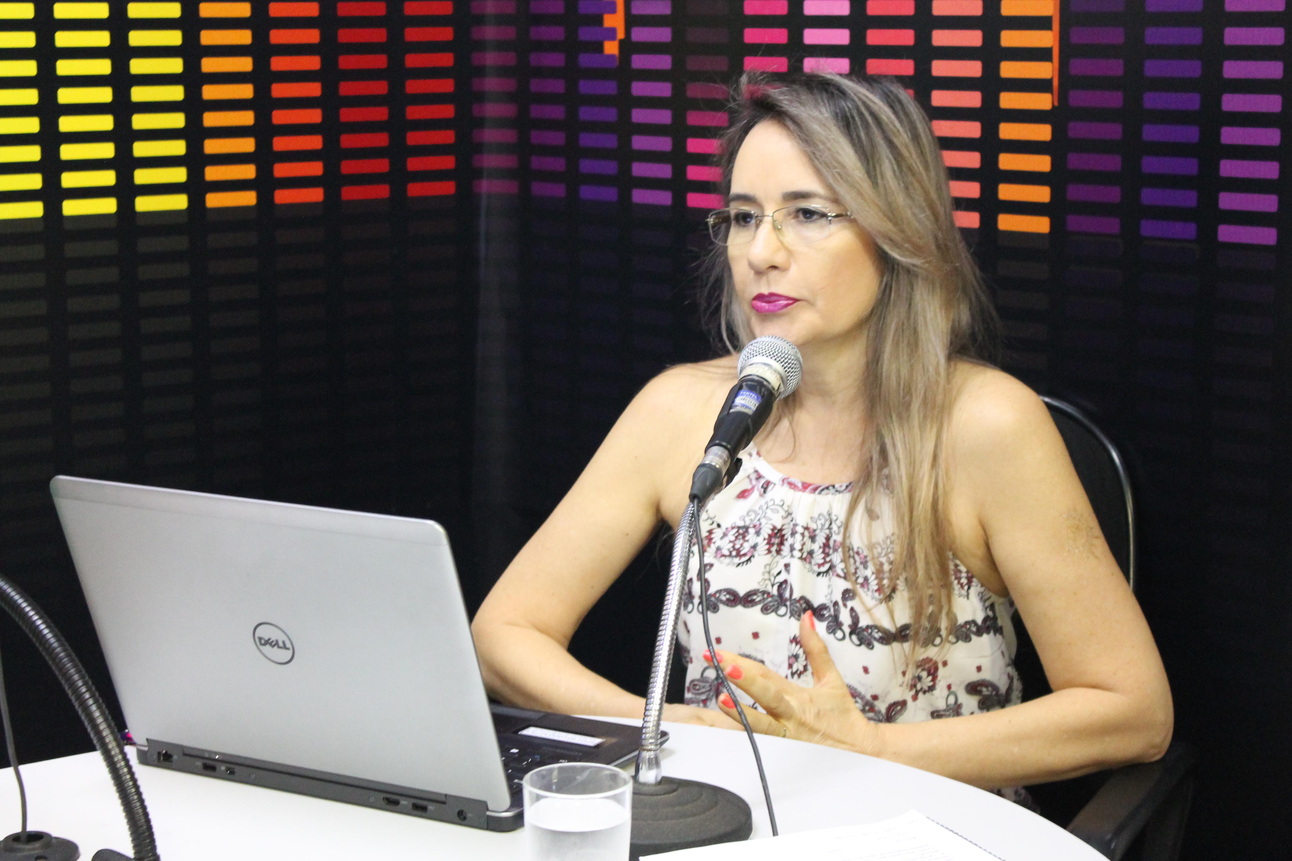 JORNAL DO RÁDIO: Delegada da Receita orienta contribuinte sobre IR 2016