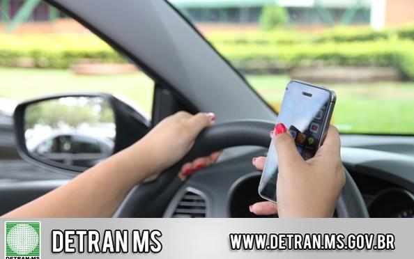 Ou você dirige, ou você usa o celular!