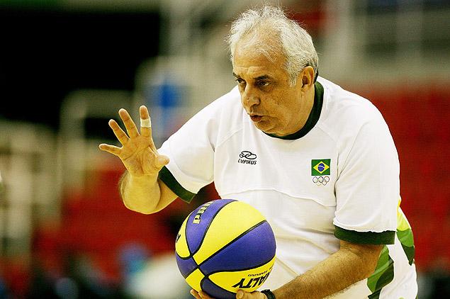Técnico da seleção brasileira de basquete fará treinamento no Sesc Camillo Boni