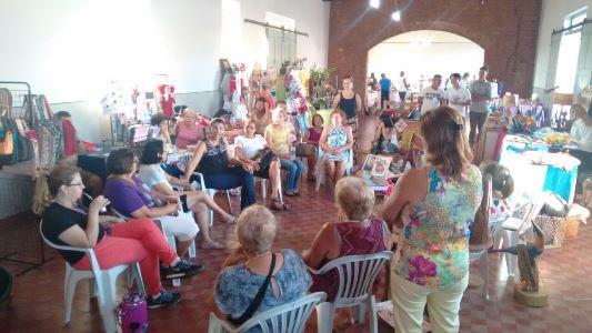 Artesãs participam de roda de conversa durante Feira de Artesanato