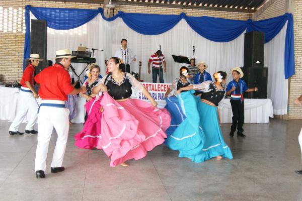 Música, dança e comidas típicas marcam festa dos paraguaios neste sábado