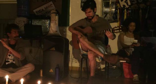 Artistas fazem sarau na 1ª noite de ocupação no Iphan da capital de MS