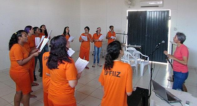 Governo trabalha reinserção social através de música no presídio feminino