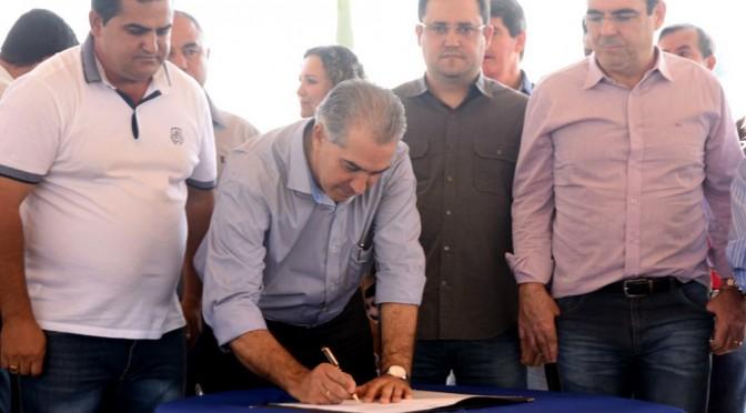 Reinaldo dá ordem de serviço de R$ 1,2 milhão para asfaltar ruas de Bandeirantes