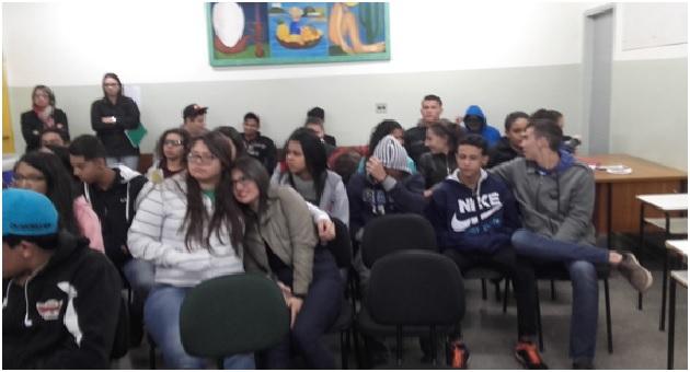 """Subsecretaria da Mulher inicia campanha """"Maria da Penha vai à Escola"""" com adolescentes de MS"""