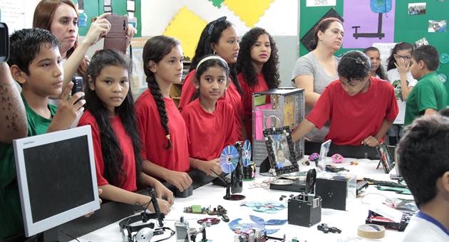 Alunos transformam lixo eletrônico em robôs em escolas de MS