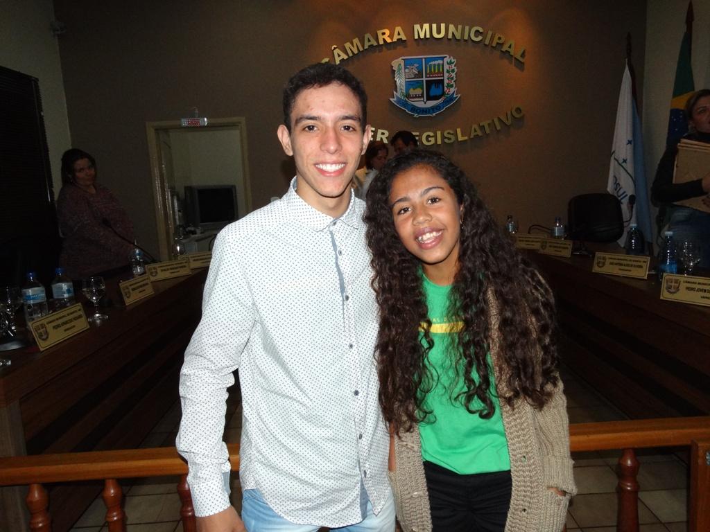 Finalista e semifinalista no Parlamento Jovem são homenageados na Câmara de Bonito