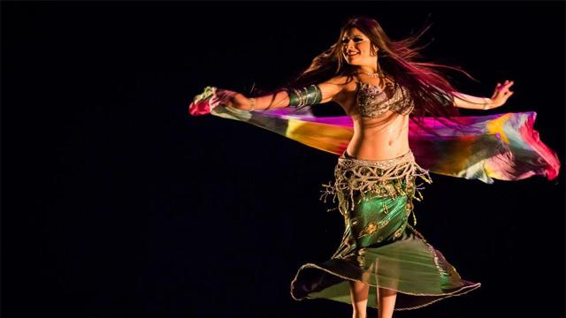 Workshop de dança do ventre na Semana Pra Dança valoriza a feminilidade