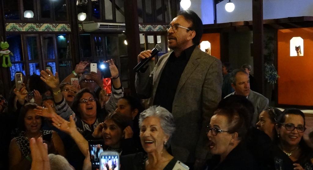 Em Bonito, Moacyr Franco diz que cantar para 3ª idade é se reencontrar