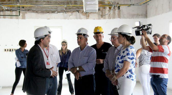 Em vistoria no Hospital do Trauma, Reinaldo vê obras adiantadas e anuncia mais recursos
