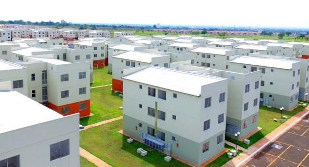 Reinaldo lança pacote de habitação em reação à redução de investimentos federais
