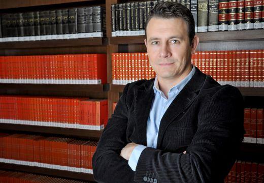 Lançamento de livro e debate com vereador eleito são assuntos do Jornal do Rádio de amanhã