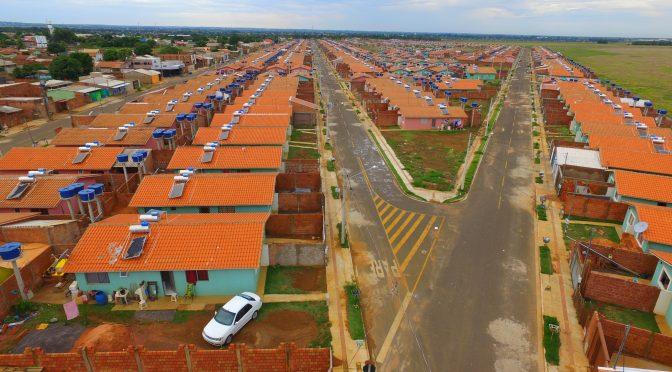 Governo entrega mais de 8,7 mil casas e prevê a contratação de mais duas mil