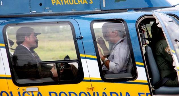 Reinaldo sobrevoa Bonito com ministro do Turismo e diz querer roteiros turísticos integrados