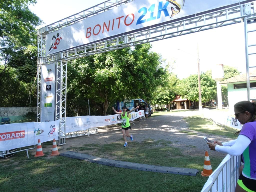 Meia maratona de Bonito: competidores reclamam de calor, mas destacam cenário privilegiado