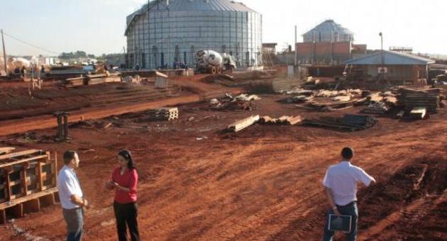 Reinaldo lança pedra fundamental de indústria da Coamo que vai gerar 2 mil empregos em Dourados