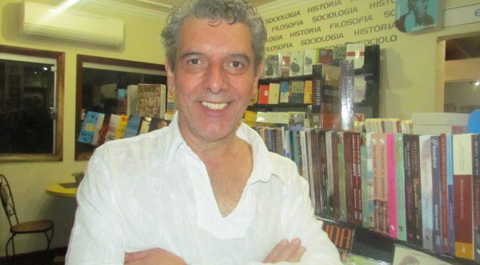 """Emmanuel Marinho """"circula"""" universo luminoso das letras nesta terça-feira em Jateí"""