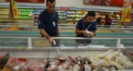 Procon apreende produtos vencidos em supermercados de Campo Grande