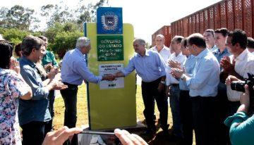 Em Caarapó, governador entrega investimentos e anuncia reconstrução do balneário municipal