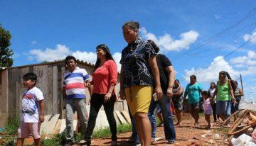 Rose busca parceria com a Prefeitura para construir casas e tirar indígenas de área irregular