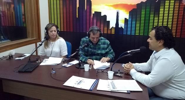 Vereador Delegado Wellington foi o entrevistado desta quarta-feira (30) no programa Bom Dia Campo Grande, falando à FM 104,7 sobre projetos e atuação na Câmara de Campo Grande. (Foto: Humberto Marques)