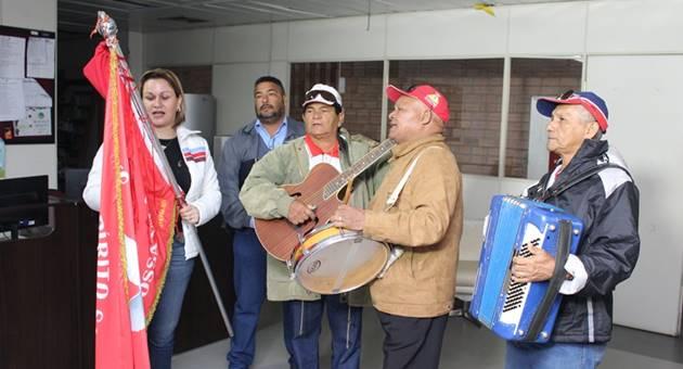 Braço da festividade tradicional de Coxim, Festa do Divino Espírito Santo será realizada neste domingo (8) em Campo Grande. Festeiro, alferes e músicos vieram à Fertel falar do evento. (Foto: Pedro Henrique Amaral)