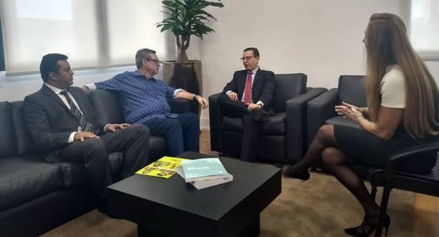 Reunião renovou convênio entre Fertel e MPMS por mais 12 meses, visando a veiculação de programa. (Foto: Humberto Marques)