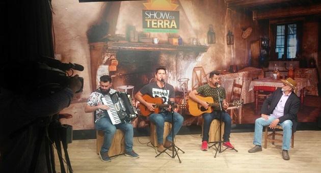 Dupla Gilson e Edmar é uma das atrações do Show da Terra deste domingo, na TVE Cultura. (Foto: Divulgação)