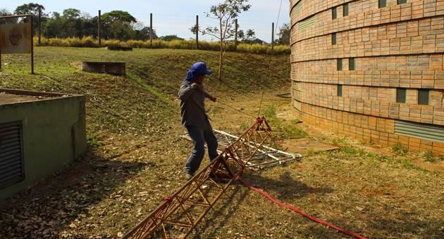 Substituição de antena analógica por transmissor digital foi realizada na sede da TVE Cultura, em Campo Grande. (Foto: Pedro Amaral)
