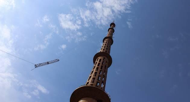 Substituição de antenas na torre da TVE Cultura, a maior de alvenaria da América, foi uma das etapas do processo de transição de sinal. (Foto: Pedro Amaral)