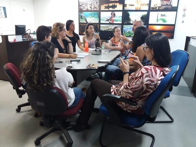 Equipe do Jornalismo da TVE Cultura em reunião que discutiu detalhes do Panorama MS. (Foto: Divulgação)