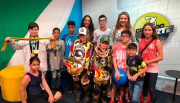 """a542ed87b12 Crianças contam experiências e falam do amor ao esporte no """"Girinho""""  especial"""