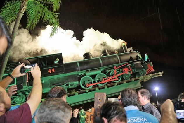 Inauguração do Monumento Maria Fumaça, com shows de Geraldo Espíndola e Almir Sater, será um dos destaques do Nossa Musica É Assim deste sábado (27). (Foto: PMCG/Divulgação)
