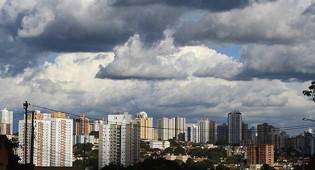 Panorâmica de Campo Grande; Estado deve registrar pancadas de chuvas ao longo do dia. (Foto: Edemir Rodrigues/Subcom)