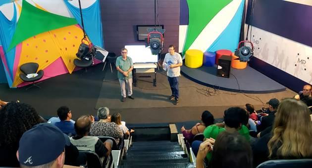 Bosco Martins e Carlos Dihl detalham grade de programação da TVE Cultura a servidores. (Foto: Daniela Lima)