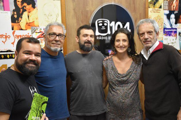 Na Cadeira do DJ recebeu Benjaim, Fábio Q e Thais Pompêo que, com Rockenback, falaram sobre o Arte da Palavra desta terça. (Foto: Divulgação)