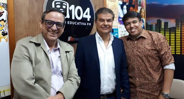Bosco Martins, diretor-presidente da Fertel, Nelsinho Trad e o apresentador e diretor da Educativa 104.7 FM, Anderson Barão. (Foto: Arquivo pessoal)