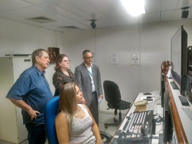 Bosco Martins conduziu representantes da Assembleia em visita à Fertel, durante inspeção para conhecer equipamentos. (Foto: Humberto Marques)