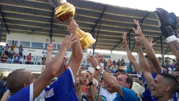 Aquidauanense faturou o título da Série B após vitória sobre o Maracaju. (Foto: FFMS/Divulgação)