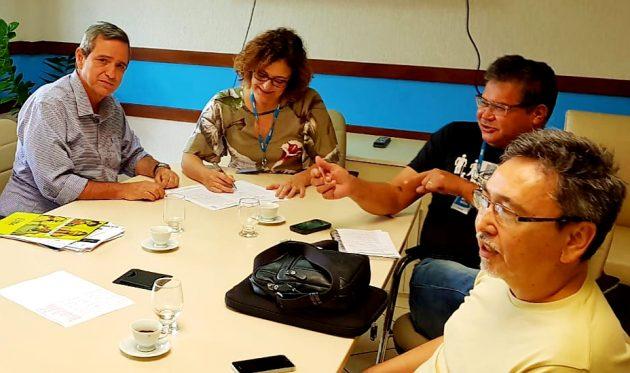 Bosco Martins e a profa. Rosa Pinheiro, durante reunião do Conselho de Programação da Educativa FM UFMS. (Foto: Arquivo pessoal)