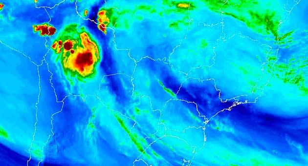 Imagem de satélite mostra o céu sobre Mato Grosso do Sul na quarta-feira; para esta quinta, previsão é de chuvas fracas. (Imagem: Inmet/Divulgação)